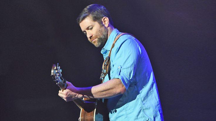 Josh Turner Receives Standing Ovation For Heartfelt Daryle Singletary Tribute