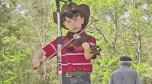 7-Year-Old Blows The Competition Out Of The Water With Jaw-Dropping Fiddle Performance