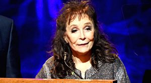 Loretta Lynn Shares Important Message For Fans Following Hip Injury