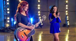 "Girl Auditions For Season 1 Of ""Idol"" – Judges Ask Her Sister To Try As Well"