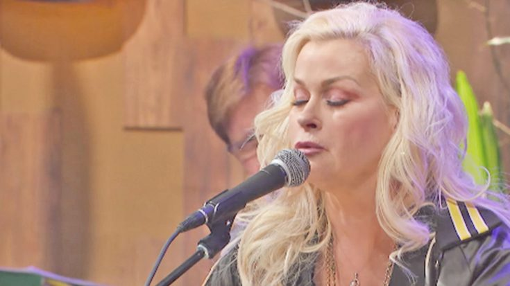 """30 Years Later, Lorrie Morgan Performs Her Top 10 Song, """"Picture Of Me""""   Classic Country Music Videos"""