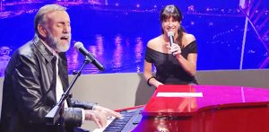 Ray Stevens Joined By Daughter For Duet To His Grammy Award-Winning Song 'Everything Is Beautiful'