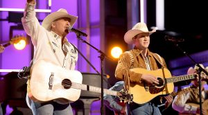 "Alan Jackson Teams Up With Jon Pardi For Rockin' ""Chattahoochee"""
