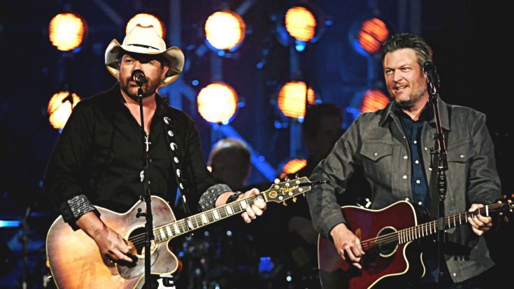 """Blake Shelton & Toby Keith Sing """"Should've Been A Cowboy"""" At 2018 ACM Awards 