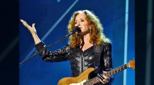 Bonnie Raitt To Undergo Surgery, Cancels Tour Dates