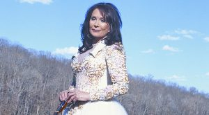 7 Times Loretta Lynn Proved She Is The Queen Of Country Music