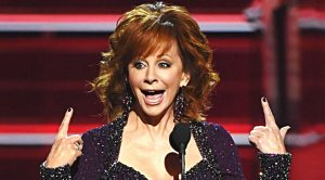 Reba McEntire Has Crowd In Stitches Over Hysterical ACM Awards Monologue