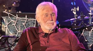 Doctors Order Kenny Rogers To Cancel All Remaining Tour Dates