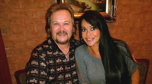 Travis Tritt's Sweet Anniversary Note To Wife Will Make You Believe In Love Again