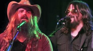"Chris Stapleton & Shooter Jennings Honor Waylon With ""Outlaw Bit"" At 2014 Show"