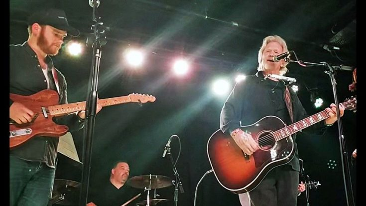 """Kris Kristofferson & Merle's Son Share Pleading """"Why Me Lord?"""" With Captivated Crowd 