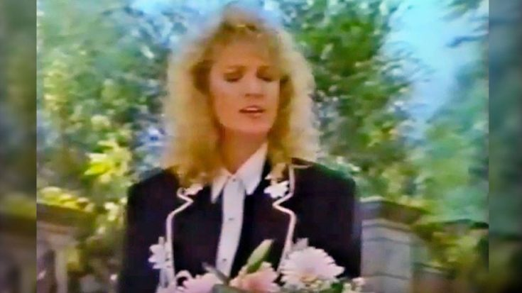 "Tanya Tucker Mourns Tragic Death of Patsy Cline With Graveside ""Amazing Grace"" 