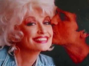 """Dolly Parton Recalls First Kiss And Her First """"Grown-Up"""" Crush"""