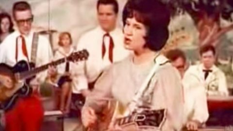 Kitty Wells Gives 'Special' Performance Of 'It Wasn't God Who Made Honky Tonk Angels' | Classic Country Music Videos