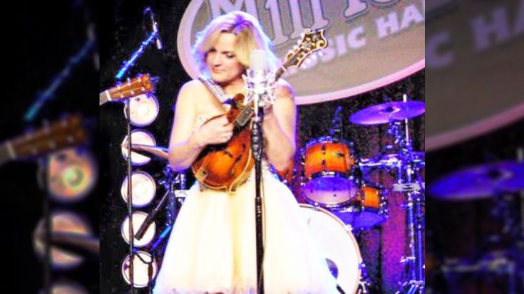 'Queen Of Bluegrass' Robbed In Nashville | Classic Country Music Videos