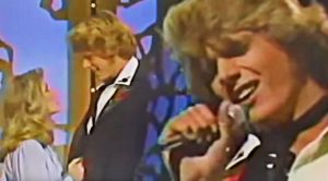 """John Schneider Performs Kenny Rogers' """"Lady"""" On """"The Mandrell Sisters Show"""""""