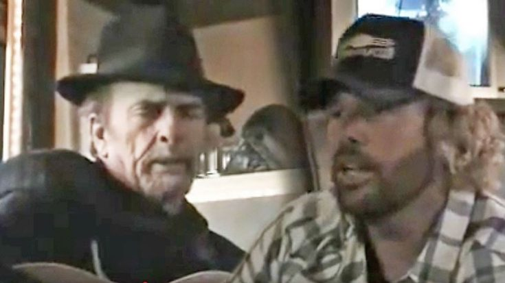 Rare Video Captures Intimate Friendship Of Toby Keith & Merle Haggard   Classic Country Music Videos
