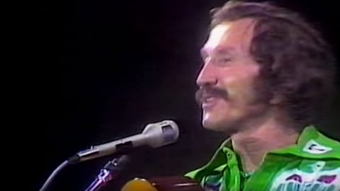 Marty Robbins Shines In Rare Live Performance Of 'El Paso'