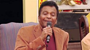 """Charley Pride Treats Fellow Country Singers To Performance Of""""Kiss An Angel Good Mornin'"""""""