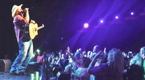 Garth Brooks Heats Up Sold-Out Opry House With Unexpected George Strait Cover