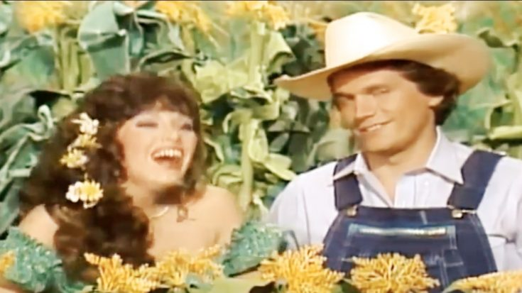 """George Strait Shows Off Funny Side In Resurfaced """"Hee Haw"""" Sketch 