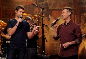 Randy Travis & Josh Turner Seduce Crowd With Unmatched Duet
