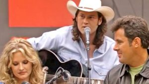 Watch A Young Blake Shelton Sing His Debut Hit 'Austin' In Intimate Acoustic Session
