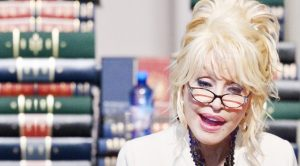 Dolly Sweetly Sings 'Coat Of Many Colors' To The Capital's Children