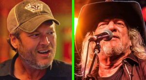 Blake Shelton Pulls Off John Anderson Impression While Singing 'Swingin""