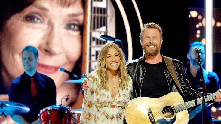 Dierks Bentley And Sheryl Crow Perform Surprise Duet Honoring Loretta Lynn | Classic Country Music Videos