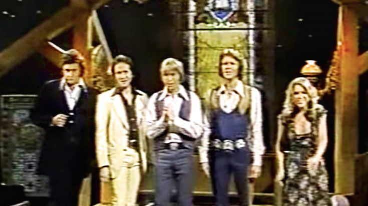 "John Denver, Johnny Cash, Glen Campbell, & More Sing ""I'll Fly Away"" In 1977 TV Segment 