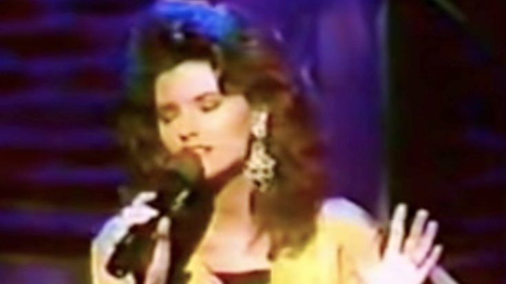 Rare: Shania Twain's 1993 Rendition Of 'Blue Eyes Cryin' In The Rain' | Classic Country Music Videos
