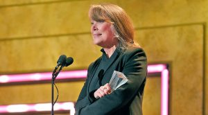 Through Tears, Sissy Spacek Accepts Loretta Lynn's CMT Artist Of A Lifetime Award