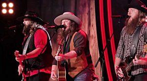 "Leaked ""Real Country"" Performance Ignites Epic Waylon Jennings Hit"
