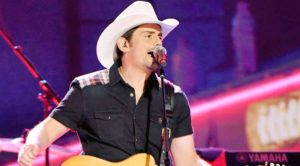 Brad Paisley Brings Honky-Tonk Flair To CMA Awards With Debut Of Rockin' New Single