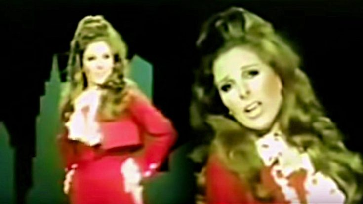 Bobbie Gentry Shows Off In Sexy Jumpsuit During Rare 1970s Performance | Classic Country Music Videos