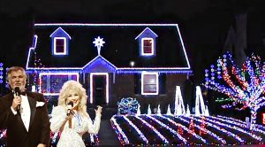 Dolly Parton & Kenny Rogers' Classic Synced To Twinkling Light Show