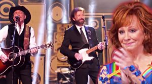 Brooks & Dunn Make Rare TV Appearance To Honor Reba