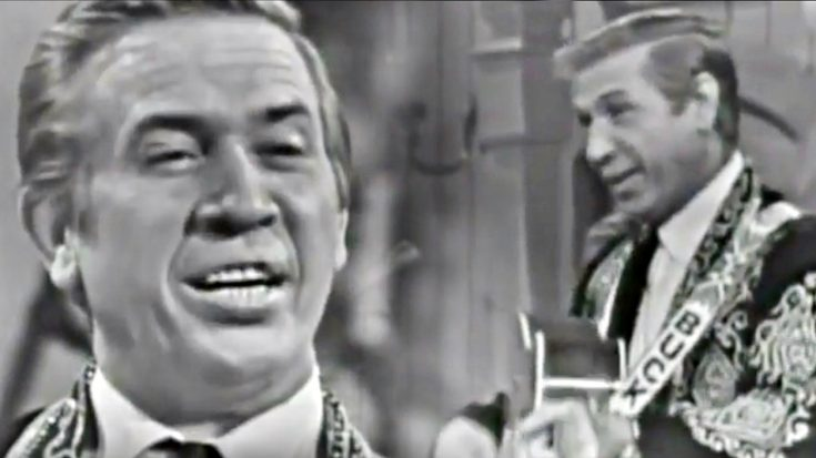 Buck Owens Delivers 'Santa Looked A Lot Like Daddy' In 1960s Performance | Classic Country Music Videos