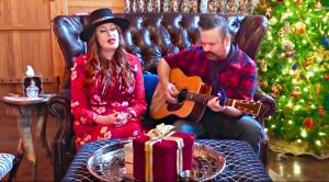 "Hank Williams' Granddaughter Gives Bone-Chilling ""Blue Christmas"""