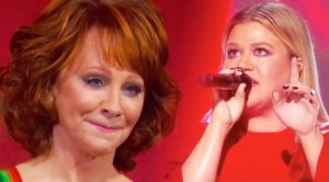 "Reba Watches While Kelly Clarkson Powers Through ""Fancy"" At Kennedy Center Honors"