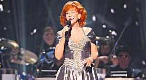 "Reba Takes ""The Christmas Song"" To New Level With Chilling Rendition"