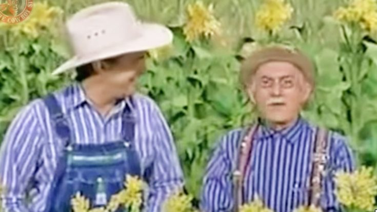 "Young Garth Brooks Can't Stop Laughing During ""Hee Haw"" Sketch 