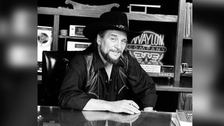 Waylon Sticks It To Record Label, Goes 'To Take A Leak,' Comes Back $25K Richer | Classic Country Music Videos