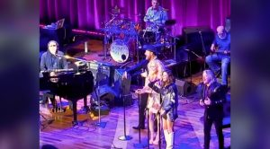 Ronnie Milsap Sings With Country's Hottest Group – You Can't Miss This