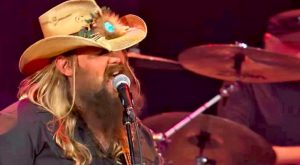 Chris Stapleton Revives Major Waylon Jennings Hit In Stellar Performance