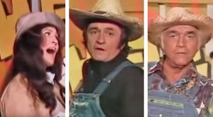 "Loretta Lynn, Johnny Cash & More Participate In Hee Haw's ""Pfft You Were Gone"" Skit"