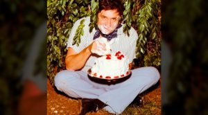 The Story Behind The Photo Of Johnny Cash Eating Cake In A Bush