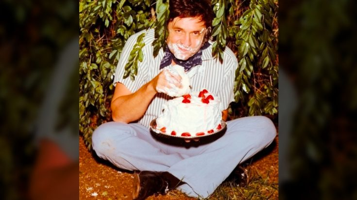 The Story Behind The Photo Of Johnny Cash Eating Cake In A Bush | Classic Country Music Videos