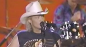 Remember Alan Jackson's Protest Against The ACM Awards…During The Live Broadcast?